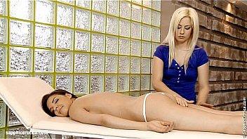 Massage érotique pour les lesbiennes Henessy and Elma
